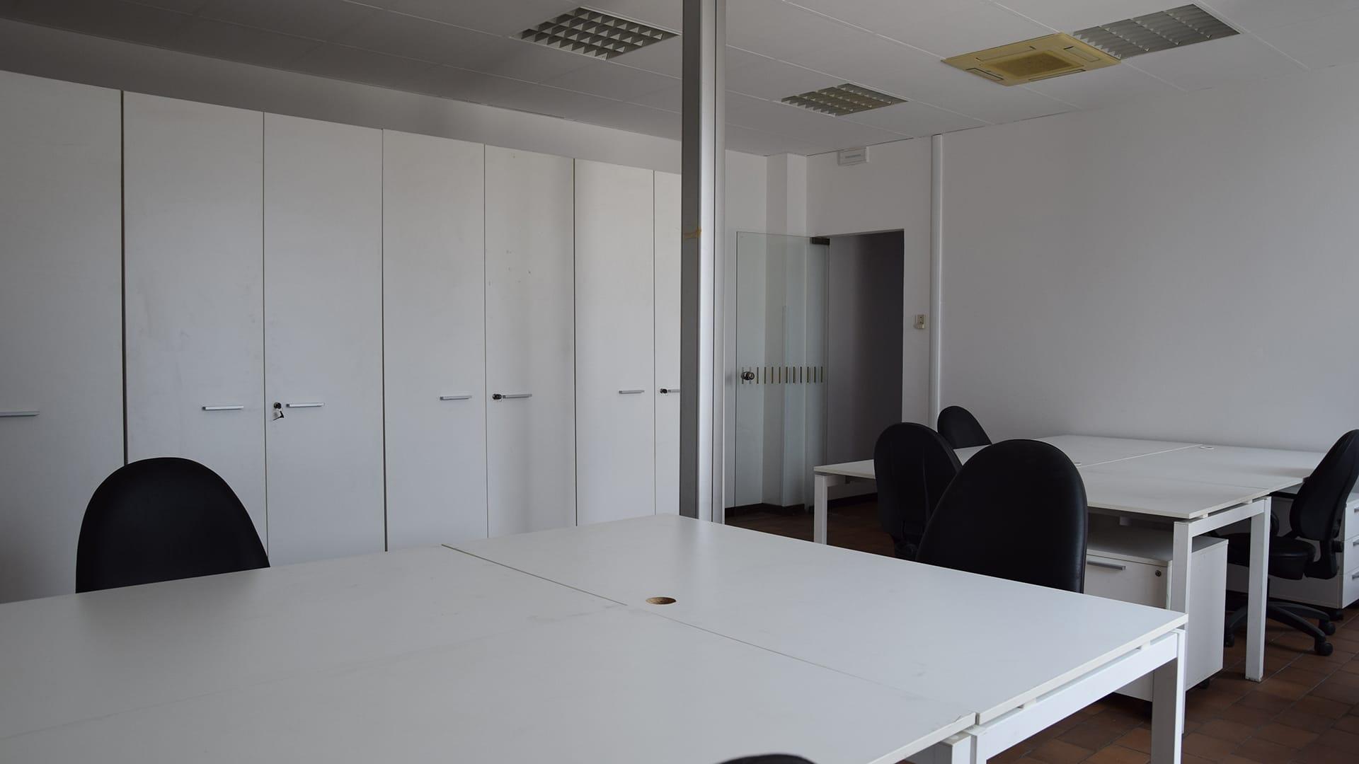 Posto scrivania in affitto in coworking a Milano. Scrivania residente